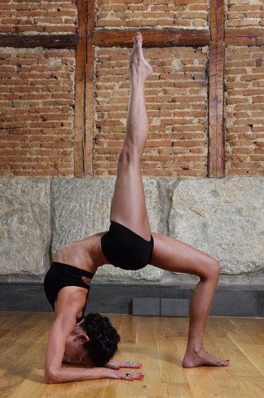 https://yogasuite.files.wordpress.com/veronica isla yoga .jpg
