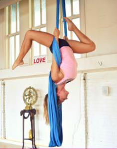clases-yoga-aereo-madrid